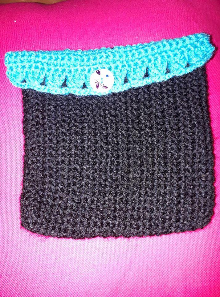 Pochette noire -turquoide - bouton